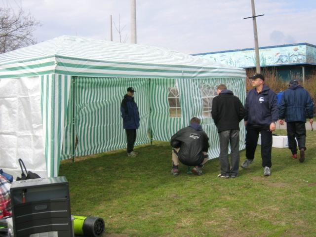 Und schon steht das Zelt